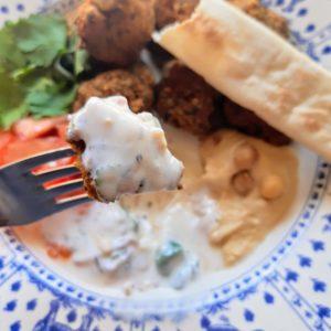 ヨーグルトソースと食べるファラフェルのレシピ