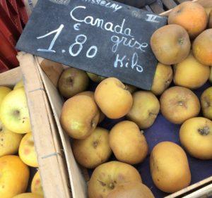 フランスのスーパーで買うりんごの品種Pomme du canada