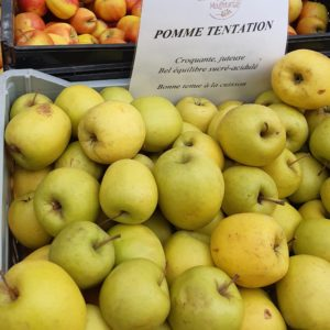 フランスのスーパーで買うりんごの品種tentation